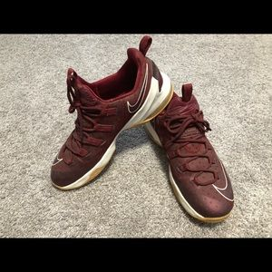 Men's Nike Lebrons maroon with gum bottoms size 12
